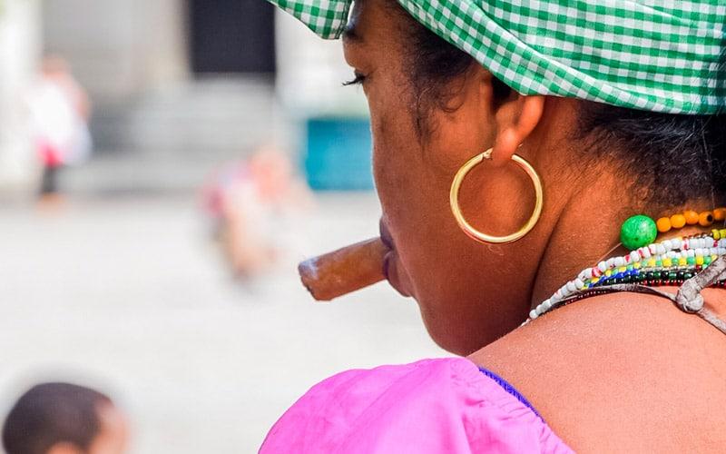 como trabajan los santeros cubanos